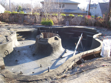 Gunite shot with an island in the middle of pool